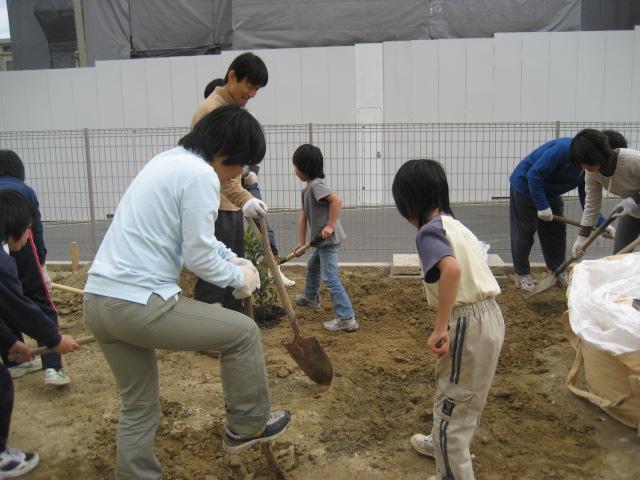 土壌改良の作業をしました