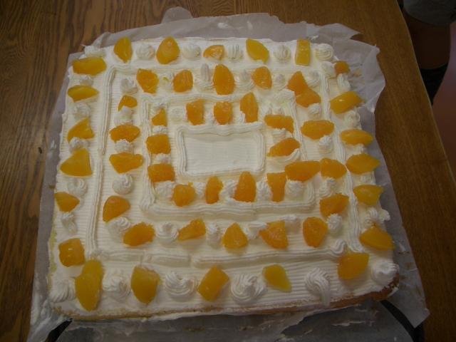 校舎完成記念パーティのためのケーキづくり