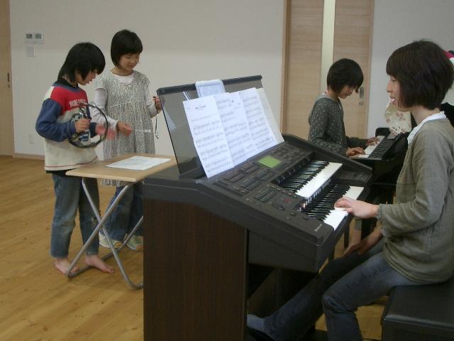 合奏をしています 音楽Bのプログラム