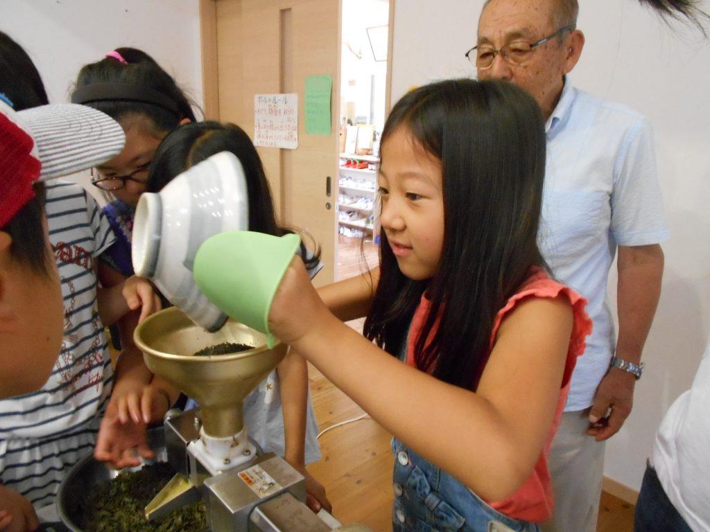 菜の花プロジェクト最終工程 「搾油」