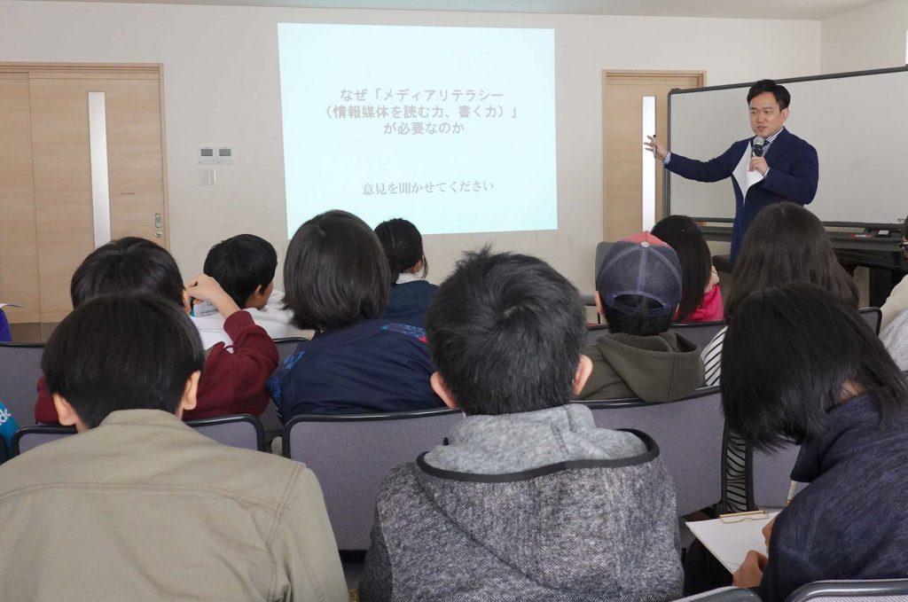 加星さん(大阪日日新聞)のお話しを聞きました